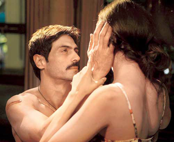 Arjun-Rampal-Intimate-Scene-with-Shruti-Hassan