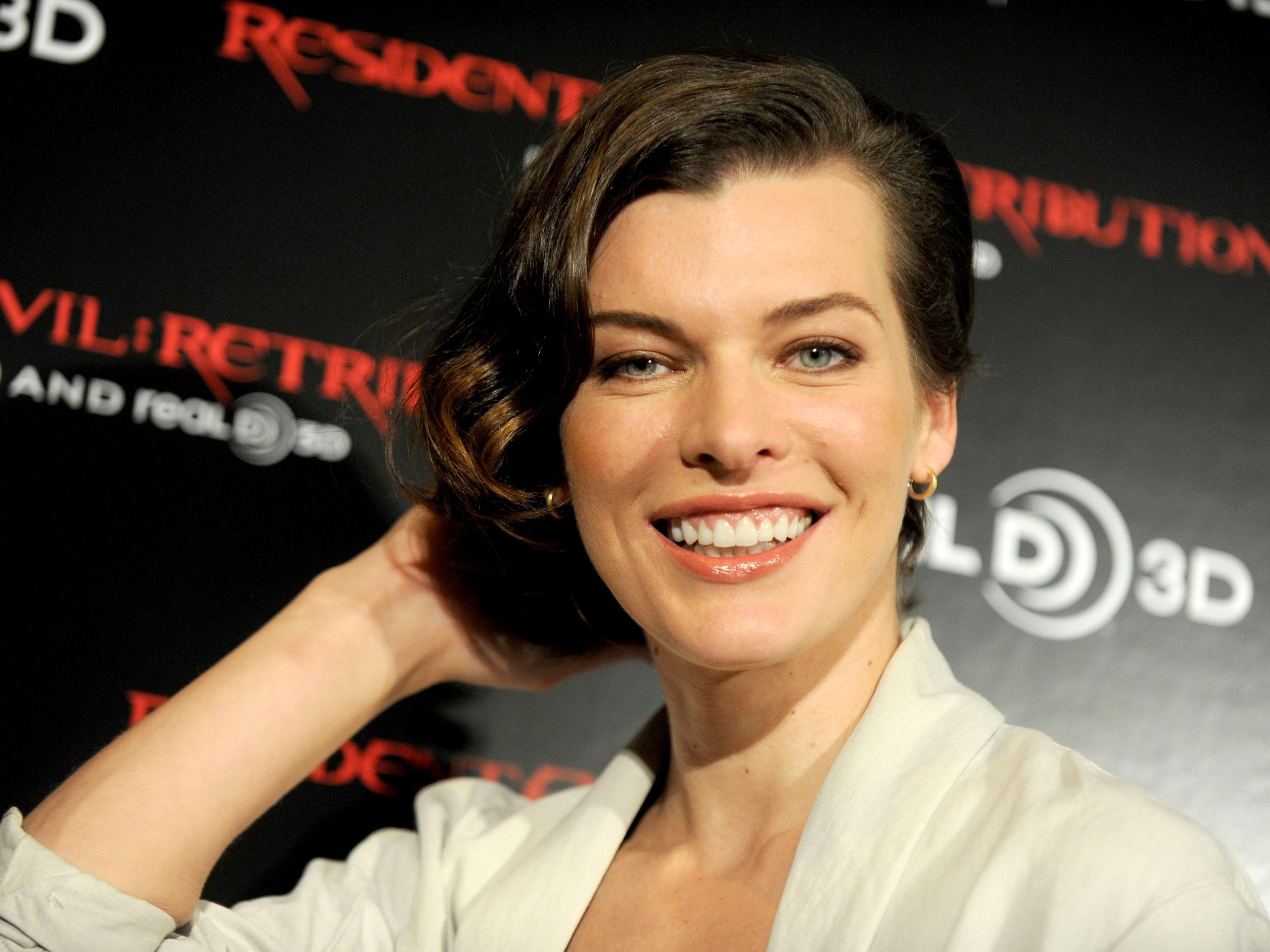 Smiling-Milla-Jovovich-in-Resident-Evil